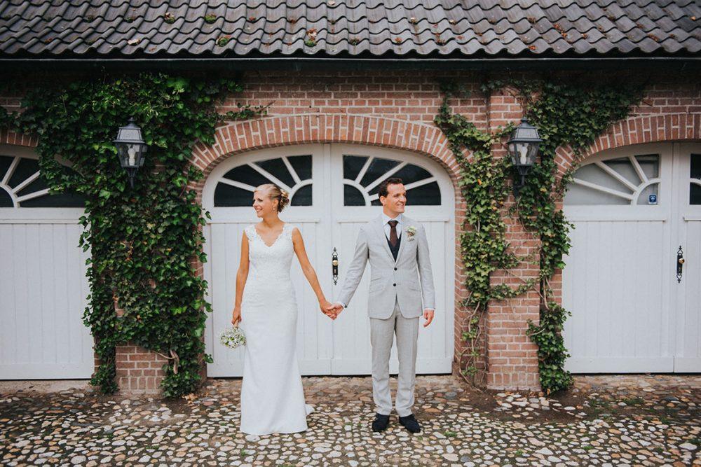 trouwfotograaf_nederland_limburg_bruiloft_boho_vintage_wedding_foodtruck_taart_bruid_bruidegom_Villa des Beaux Arts_bruidsfotograaf_Limburg_lentebruiloft_springwedding_trouwjurk_buitenceremonie