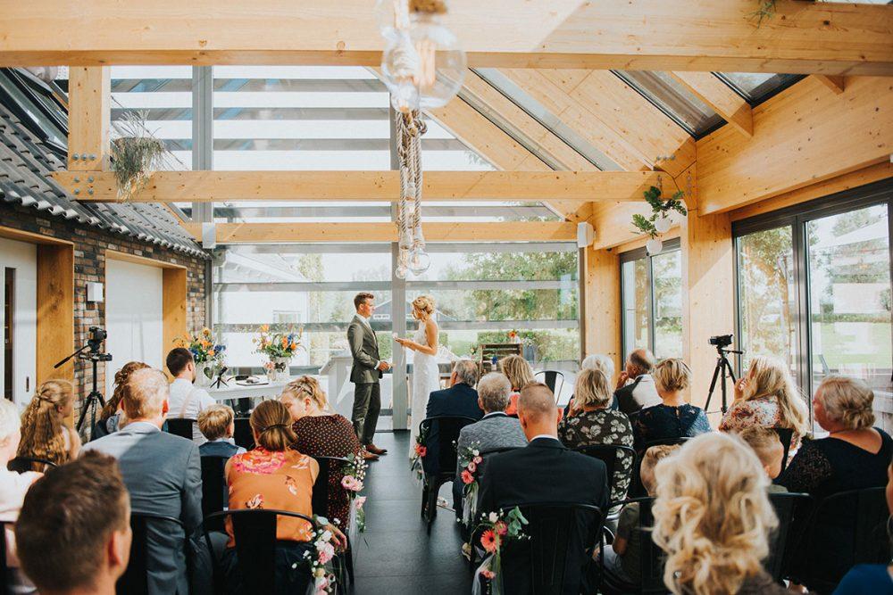 rouwfotograaf_nederland_limburg_bruiloft_boho_vintage_wedding_foodtruck_taart_bruid_bruidegom_bruidsfotograaf_Friesland_Bolsward_zomerbruiloft_summerwedding_trouwjurk_buitenceremonie