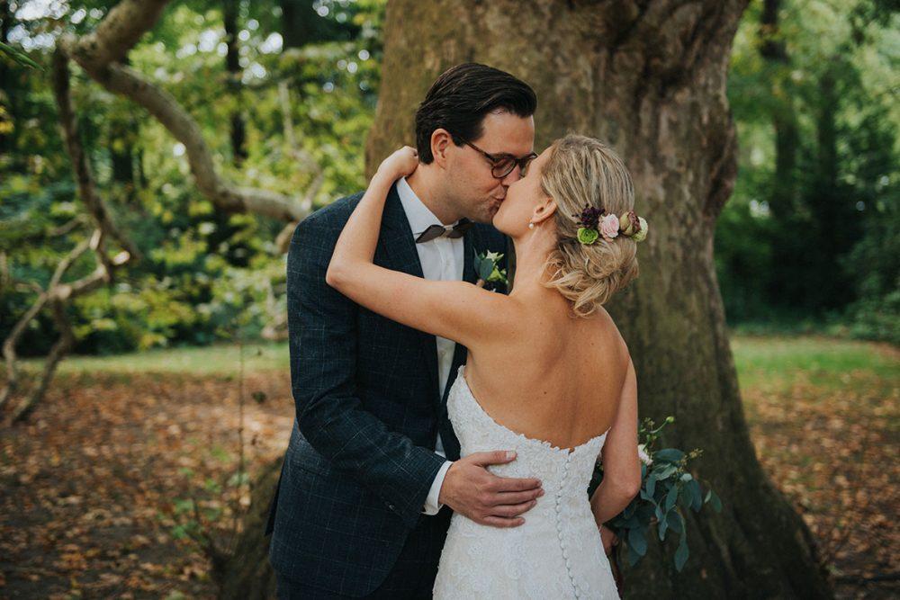 trouwfotograaf_nederland_limburg_bruiloft_boho_vintage_wedding_foodtruck_taart_bruid_bruidegom