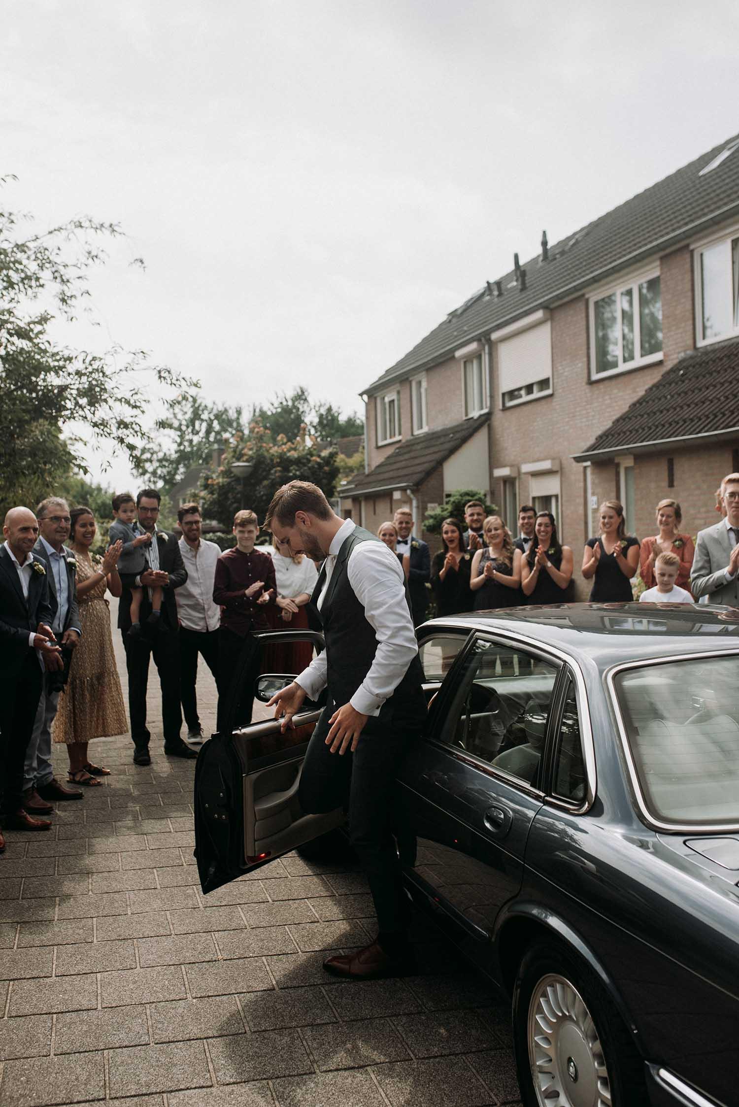 _trouwfotograaf_nederland_limburg_bruiloft_boho_vintage_wedding_foodtruck_taart_bruid_bruidegom_bruidsfotograaf_Brabant_Roermond_KasteeltjeHattum_zomerbruiloft_summerwedding_trouwjurk_buitenceremonie_BureauCocoon