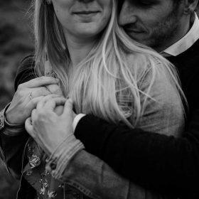 loveshoot_verloofd_wijgaantrouwen_engaged_trouwfotograaf_bureaucocoon_nederland_limburg_verliefd